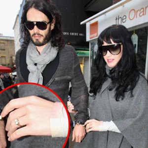 Katy Perry  Russell Brand on Katy Perry S Engagement Ring   Katy Perry And Russell Brand Photo