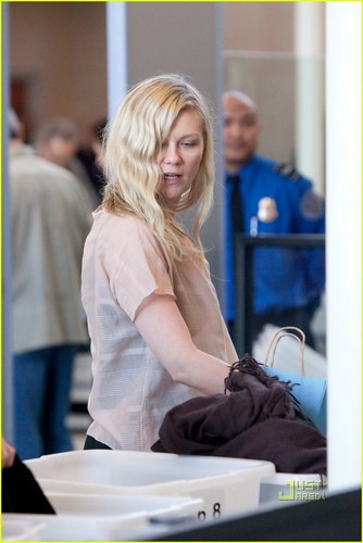 Kirsten Dunst is LAX Lovely