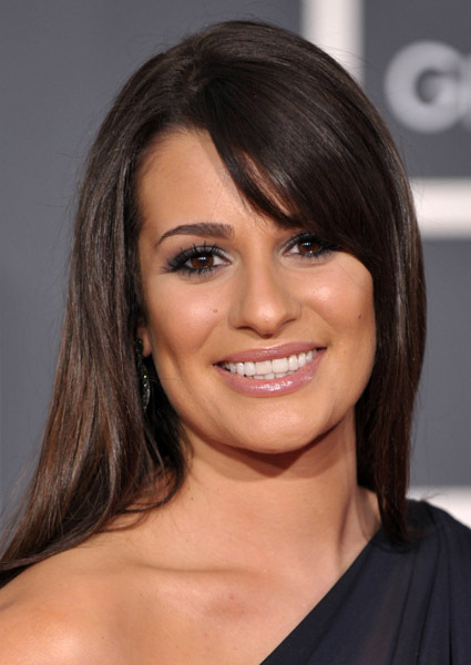 http://images2.fanpop.com/image/photos/10200000/Lea-Michele-2010-Grammy-Awards-glee-10209955-425-600.jpg