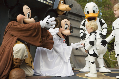 Mickey and Minnie and Goofey as Luke Leia and Vader