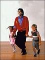 Mike and kids = sweet - michael-jackson photo