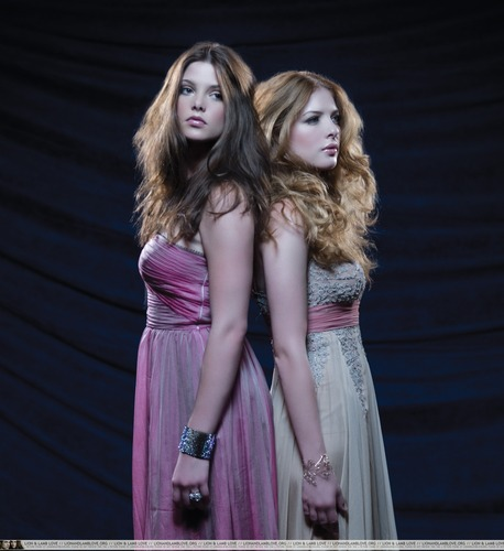 New/ Old foto-foto of Ashley and Rachelle from H Magazine