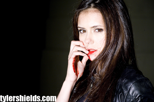 http://images2.fanpop.com/image/photos/10200000/Nina-Dobrev-Photoshoot-the-vampire-diaries-tv-show-10252790-504-336.jpg