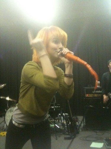 Paramore Private دکھائیں + New Set فہرست
