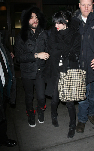 Pete Wentz and Ashlee Simpson at Madison Square Garden (Feb 3)