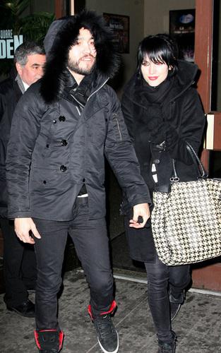 Pete Wentz and Ashlee Simpson at Madison Square Garden (Feb 3)