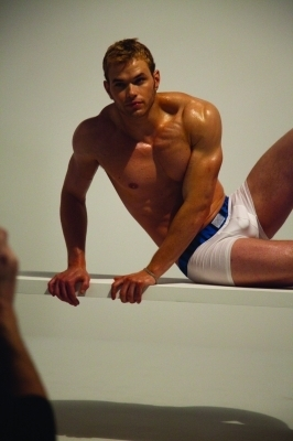 写真 Kellan - behind the scenes photoshoot Calvin Klein