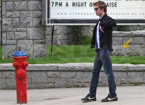 Robert Pattinson যেভাবে খুশী pics