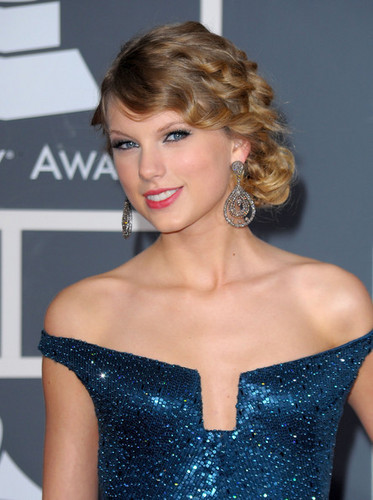 Taylor Grammy Arrival's Blue Dress!