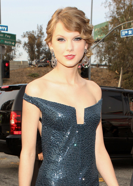 Taylor Grammy Arrivals Outside