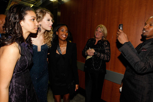 Taylor Grammys Backstage!