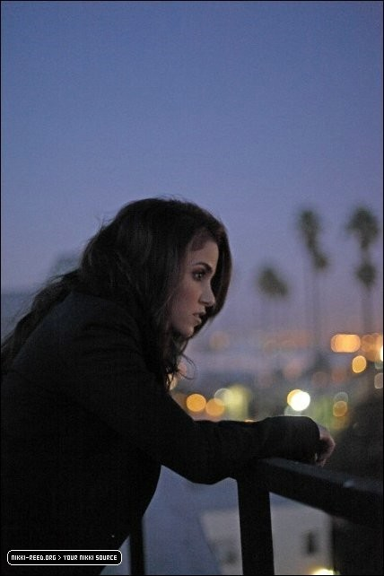 http://images2.fanpop.com/image/photos/10200000/Venice-Magazine-More-Outtakes-nikki-reed-10229403-428-642.jpg