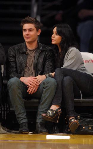 Zac and Vanessa at a باسکٹ, باسکٹ بال game (Feb 3)
