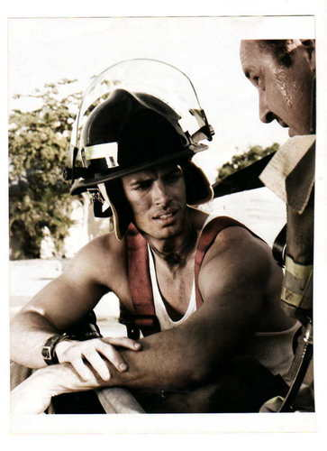 http://images2.fanpop.com/image/photos/10200000/willly2-william-levy-gutierrez-10230874-363-500.jpg
