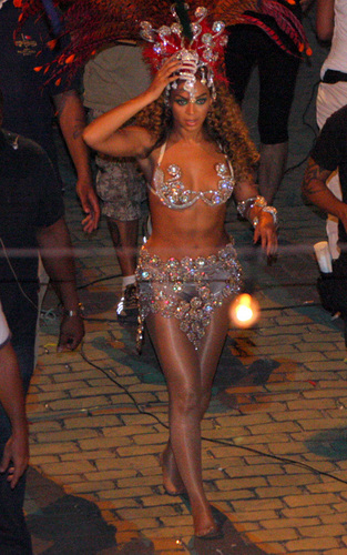 Beyonce shooting 'Put it in a Love Song' Video