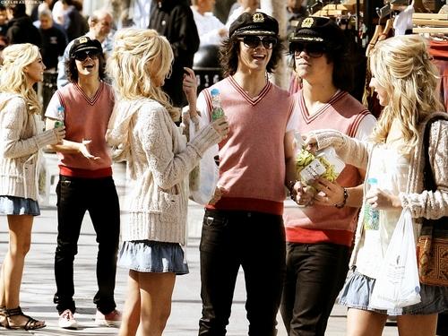 Chelsea Staub & Joe Jonas