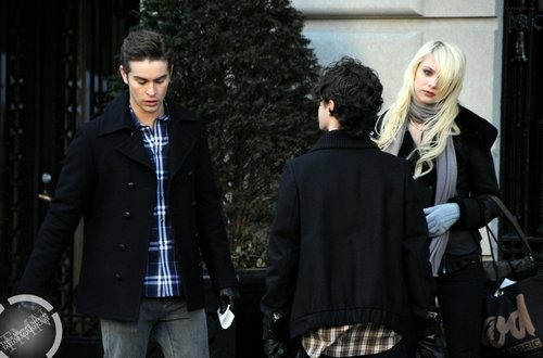 Jan 18: On the 'Gossip Girl' set in NYC