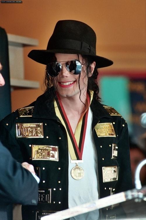 もっと見る MJ