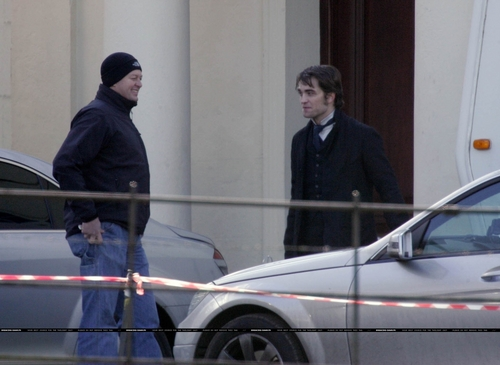 New foto of Robert Pattinson on Bel Ami Set