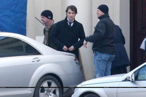 New photos of Robert Pattinson on Bel Ami Set