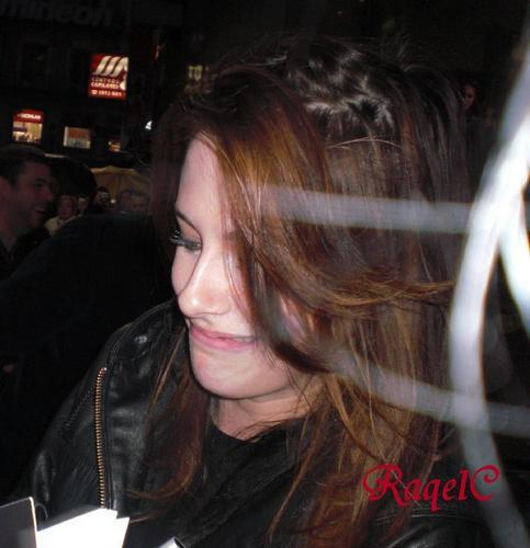 New/old KStew candids from Madrid 2008