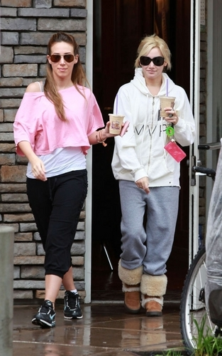 haylie- Getting Coffee With Ashley Tisdale
