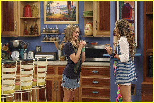 miley emiley Miley Cyrus and Emily Osment Photo 10301397 Fanpop