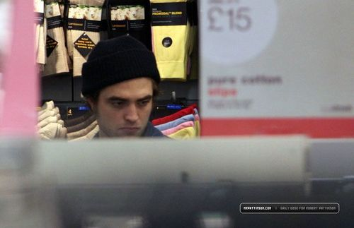 robert pattinson>In London - February 8