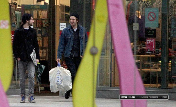 robert pattinson>In Luân Đôn - February 8