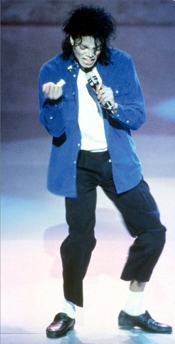 :) Sorry MJ fãs im putting up LOADS of Mj pics but i hope you like them though <3 :)
