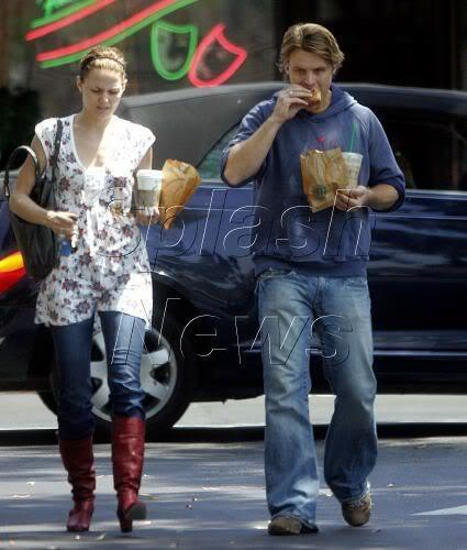 2006 - with Jesse Spencer picking up a morning coffee at Beverly Hills Starbucks - 16.08 - jennifer-morrison Photo