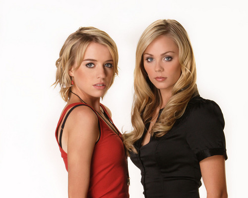 IsabellaMCullen پیپر وال called Alexz Johnson & Laura Vandervoort
