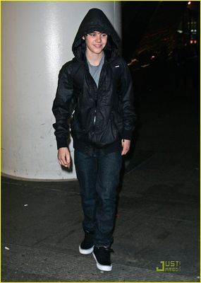 Candids > 2010 > January 27th - LAX Airport