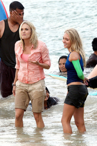 Carrie Underwood wallpaper titled Carrie Filming Soul Surfer