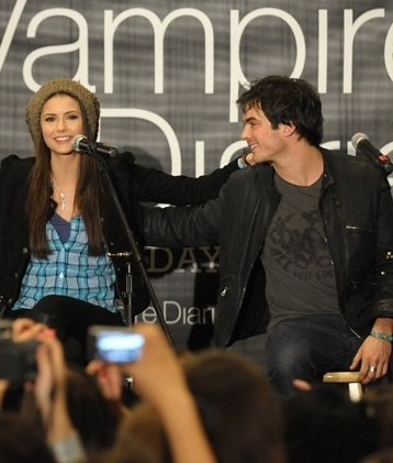 Ian  & Nina - Hot Topic Tour CA