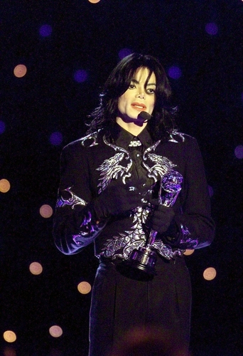 Invincible Era / 2000 / World muziki Awards / Award Acceptance