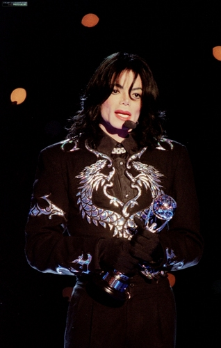 Invincible Era / 2000 / World Music Awards / Award Acceptance