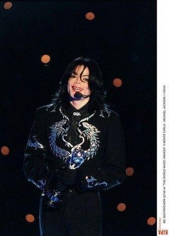 Invincible Era / 2000 / World Music Awards / Award Acceptance