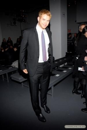 Kellan @ Calvin Klein Fashion Zeigen