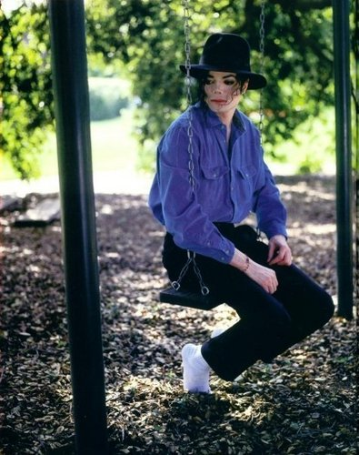 MJ looks HOT in dark blue ;) <3 OMG HE LOOKS HOT IN EVERY COLOUR :P