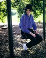 MJ looks HOT in dark blue ;) <3  OMG HE LOOKS HOT IN EVERY COLOUR :P  - michael-jackson photo