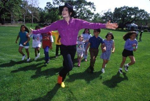MJ looks HOT in purple! <3 ;)