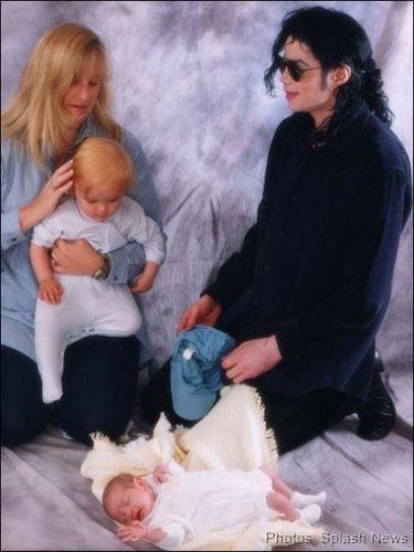 Mike,Rebbie & children