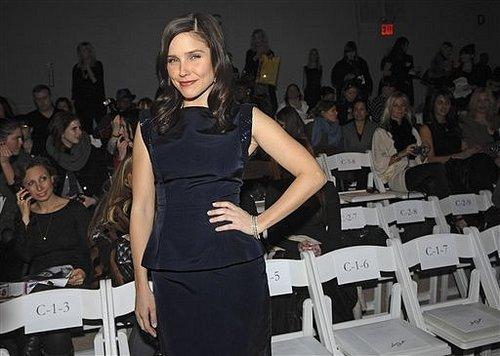 Monique Lhuillier fashion tunjuk during NY Fashion Week on Monday (February 15).