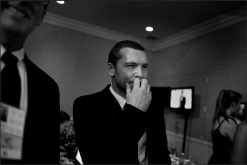 Sam Worthington behind the scenes at the Golden Globes