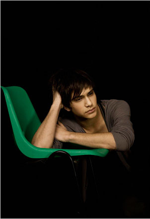 • MFPOMN - My Favorit Picture Of My Neighbour - Page 7 Unknown-Photoshoot-luke-pasqualino-10447655-302-441