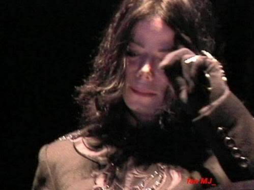 Wish I Could've Kissed Those Tears Away : ( -  michael-jackson photo