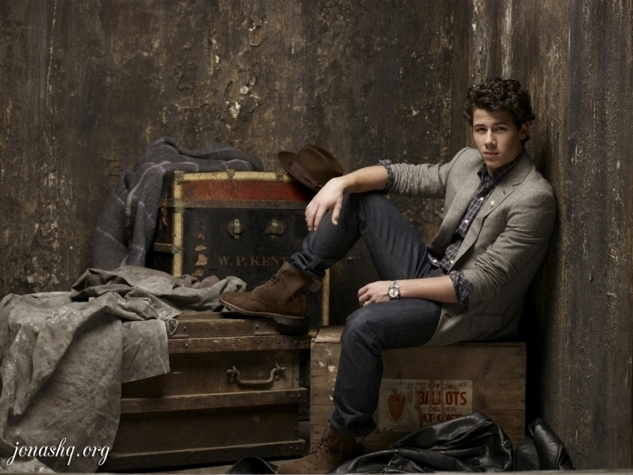 http://images2.fanpop.com/image/photos/10400000/nick-jonas-and-the-administration-photoshoot-nick-jonas-10493591-712-534.jpg