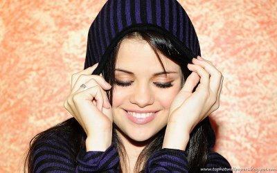 Nicole's Relationships Selena-selena-gomez-10469306-400-250