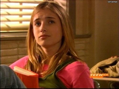 Emma Roberts Hintergrund called unfabulous